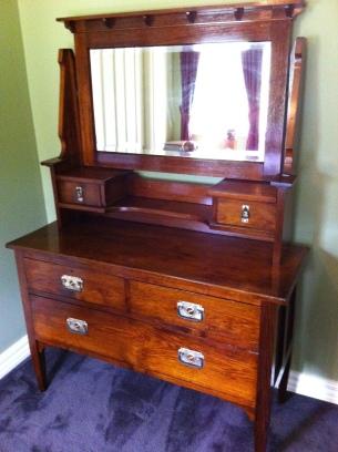 Dresser : $800